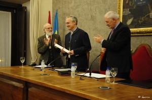 En la imagen aparecen, a la derecha de Ángel Villa, Miguel Ángel de Blas Cortina, a la izquierda Ramón Rodríguez (Director del RIDEA).
