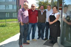 Anibal, Joaquin Uria y Juanjo con Ignacio Y Flora, los propietarios del restaurante