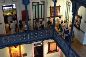 Recorriendo las dependencias del Museo