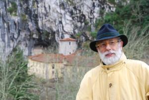 Miguel Ángel de Blas Cortina es Catedrático de Prehistoria de la Universidad de Oviedo