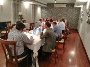 Aspecto de la mesa el el cenador del azúl