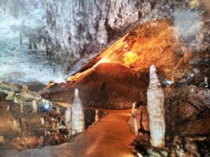 Otra parte de la cueva, El obispo (los guardianes)
